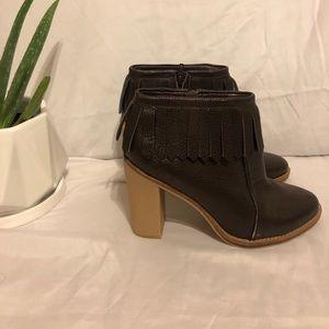 NWOT Antonio Melani Leather Brown Heel Booties
